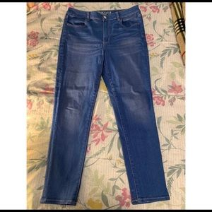 Never worn American eagle high rise jeans